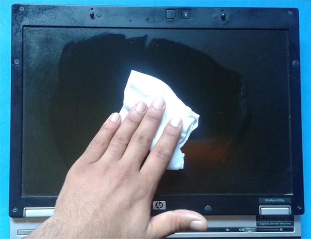 Comment-nettoyer-en-toute-sécurité-écran-PC-Portable