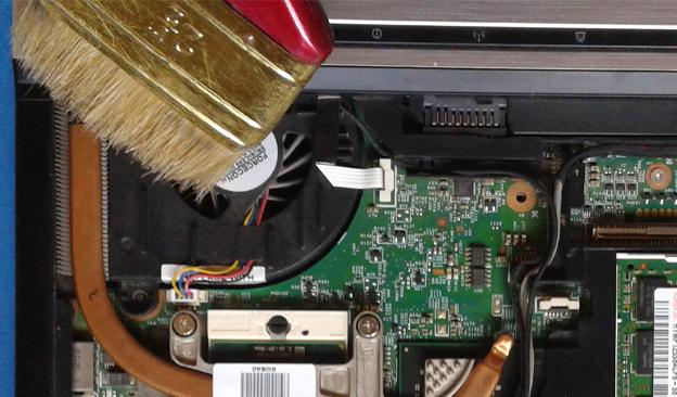 comment-enlever-la-poussière-ventilateur-pc-portable